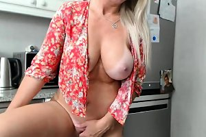 Sophisticated Milf Dumpster Loves To Masturbate Nuvid